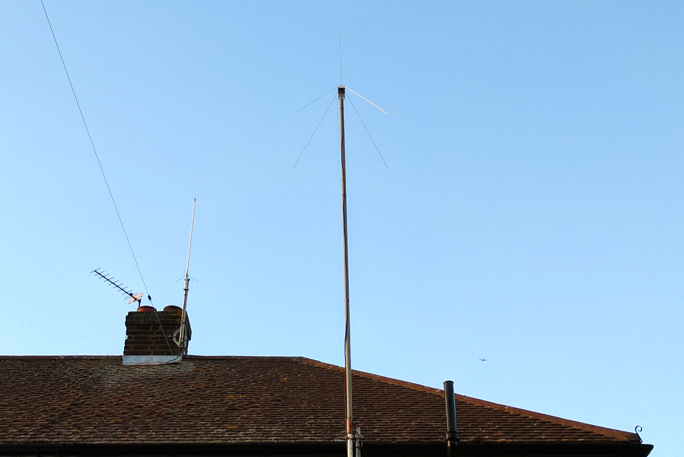 The 70MHz quarter wave ground plane antenna in it's final position.
