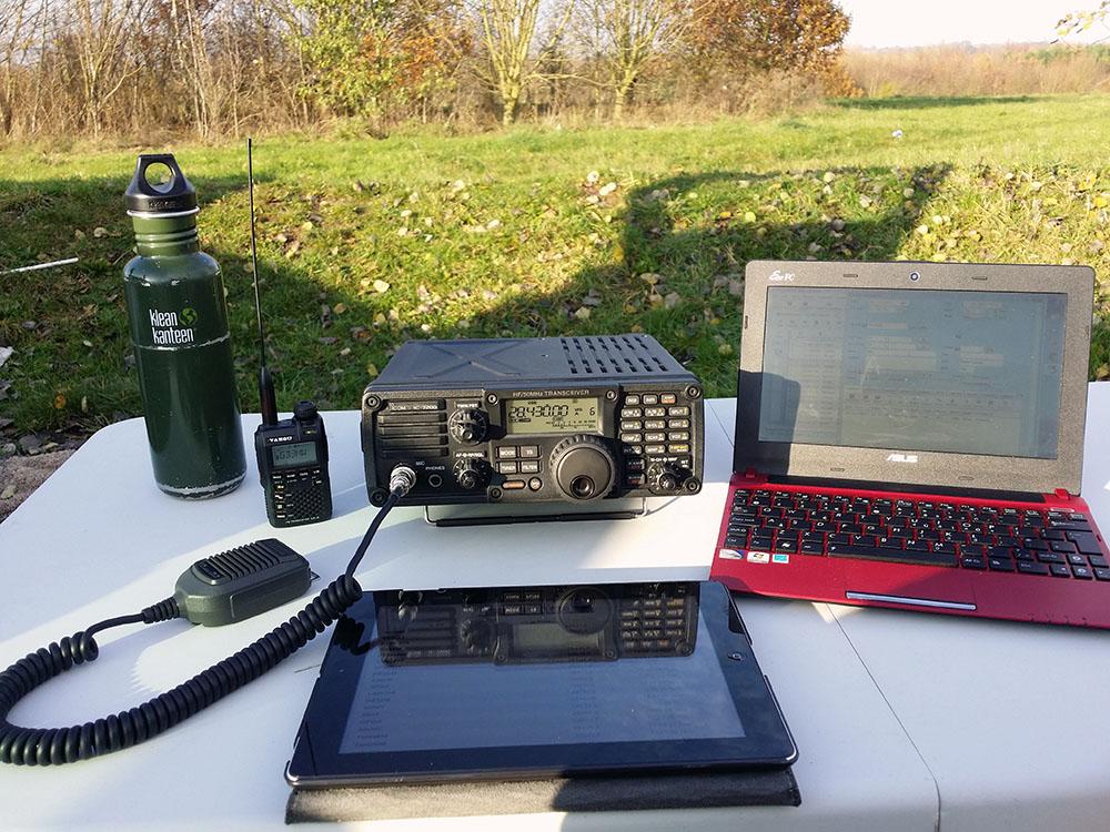 The portable setup with the Icom IC-7200
